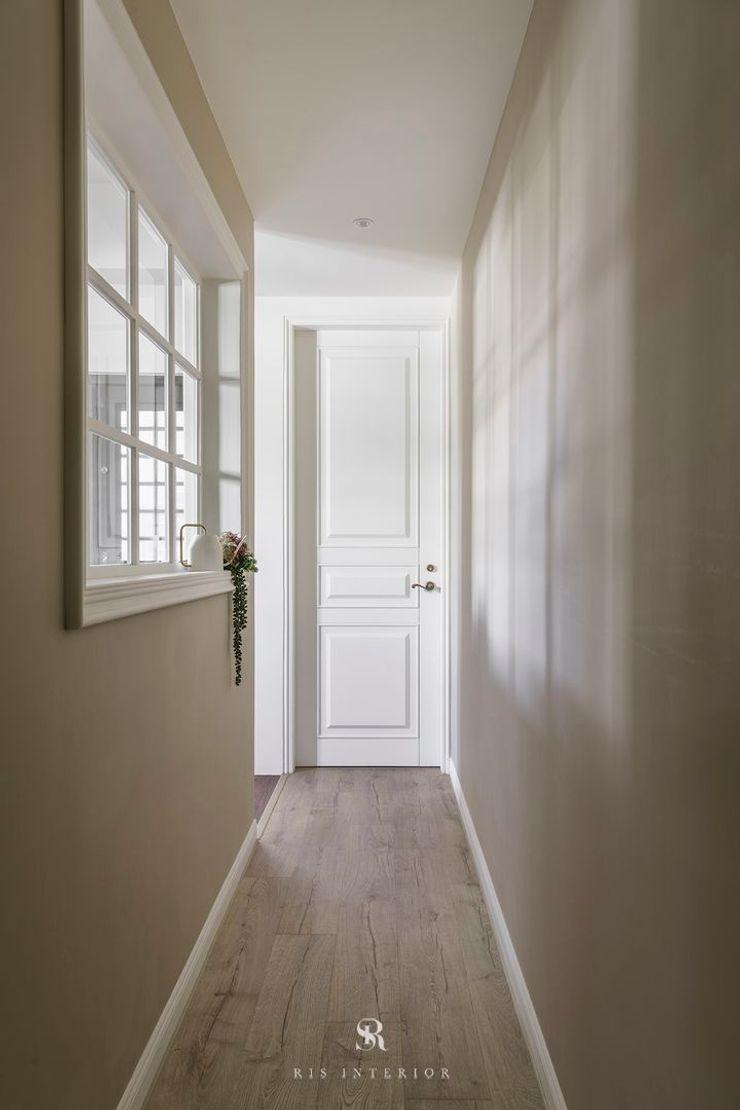 紛染.綿綿 Trochee of Tints 理絲室內設計有限公司 Ris Interior Design Co., Ltd. 走廊 & 玄關 複合木地板 Grey