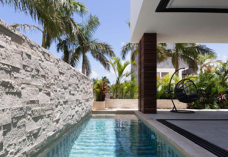 casa de la p Daniel Cota Arquitectura | Despacho de arquitectos | Cancún Modern Pool Stone Beige