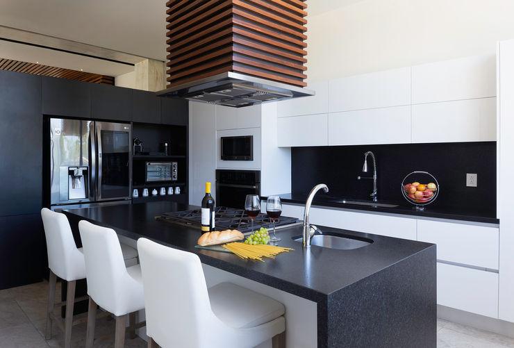casa de la p Daniel Cota Arquitectura | Despacho de arquitectos | Cancún Modern Kitchen White