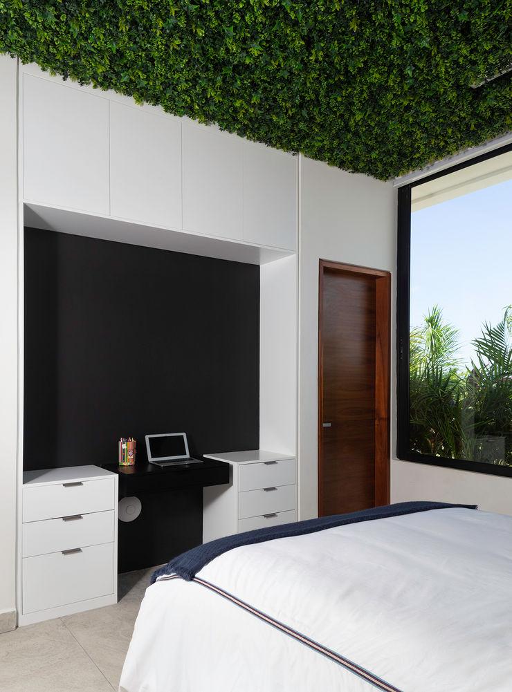 casa de la p Daniel Cota Arquitectura | Despacho de arquitectos | Cancún Small bedroom Concrete White
