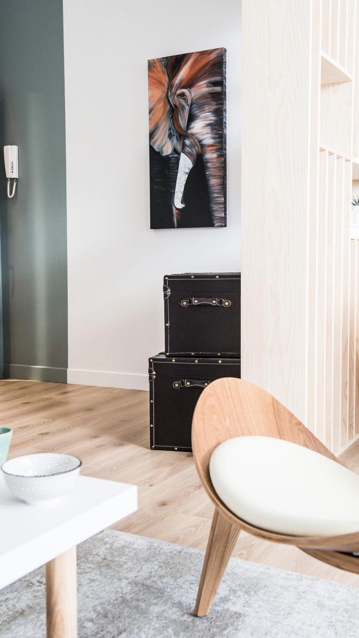 Agence Maïlys MOUTON Scandinavian style living room