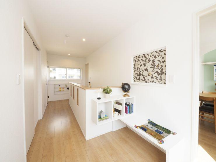 Live Sumai - アズ・コンストラクション - Eclectic corridor, hallway & stairs White