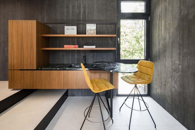 destilat Design Studio GmbH Modern garage/shed