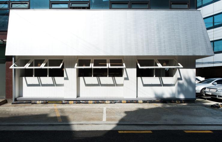 M's plan 엠스플랜 Casas modernas: Ideas, imágenes y decoración Madera Blanco