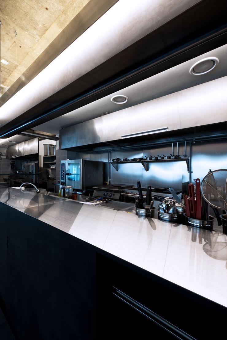 M's plan 엠스플랜 Cocinas modernas: Ideas, imágenes y decoración Negro
