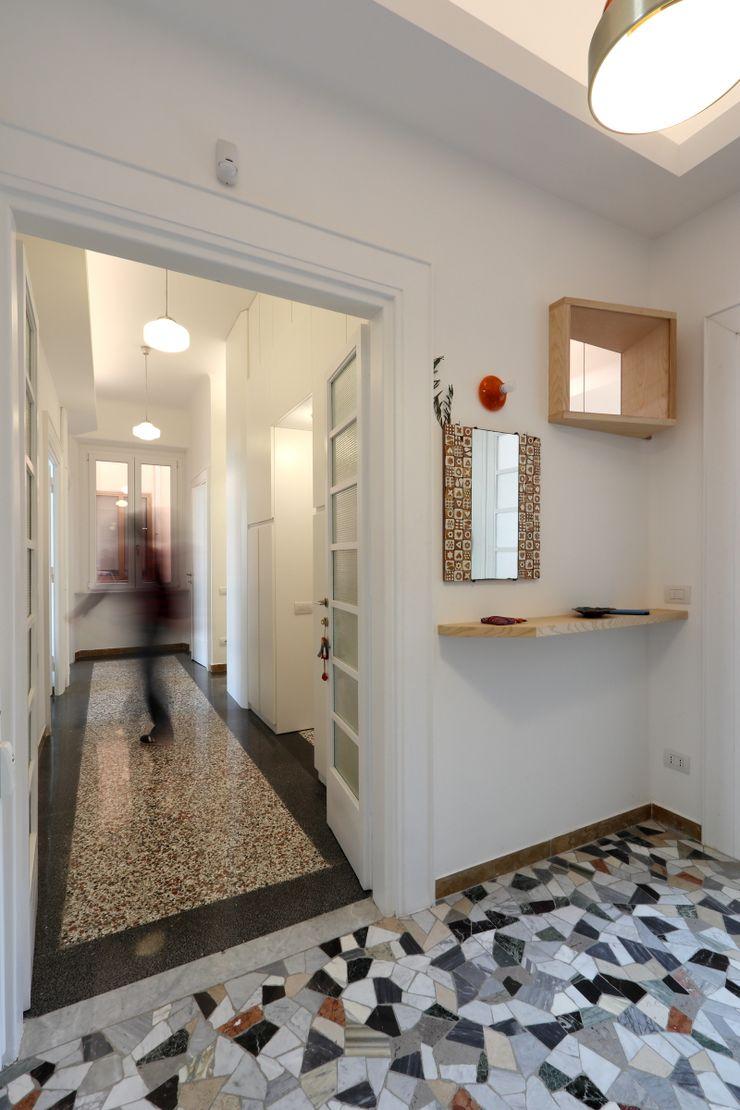 Ingresso Daniele Arcomano Ingresso, Corridoio & Scale in stile moderno