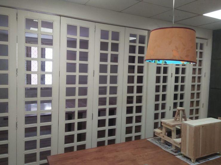 Grey-Woods Puertas y ventanasPuertas Derivados de madera Blanco