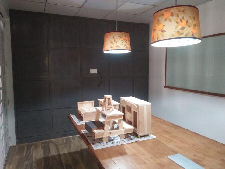 Grey-Woods Oficinas y tiendas Concreto reforzado Gris