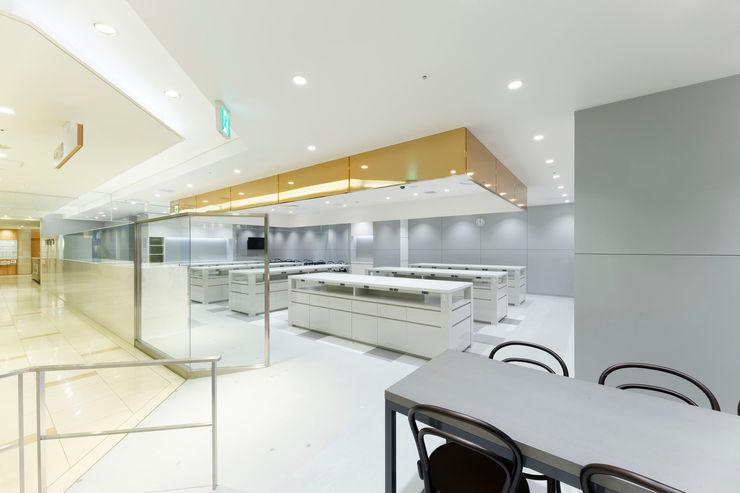KITZ.CO.LTD Commercial Spaces White