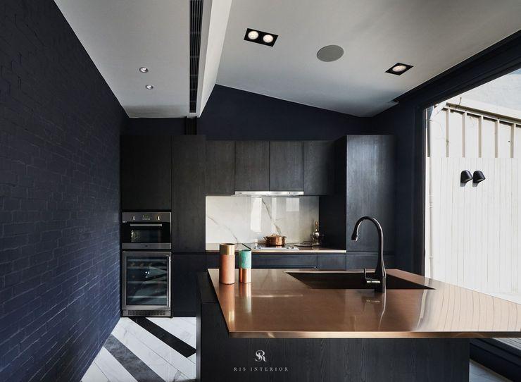 生生創研 XOR Creative Research 理絲室內設計有限公司 Ris Interior Design Co., Ltd. 現代廚房設計點子、靈感&圖片 合板 Amber/Gold