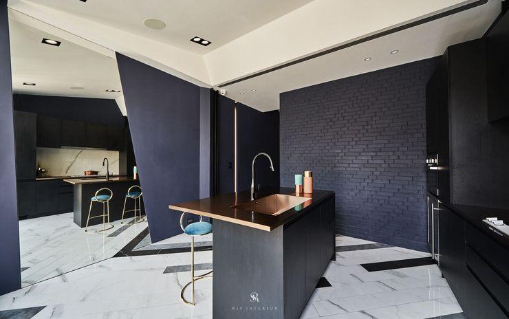 生生創研 XOR Creative Research 理絲室內設計有限公司 Ris Interior Design Co., Ltd. 現代廚房設計點子、靈感&圖片 磚塊 Purple/Violet