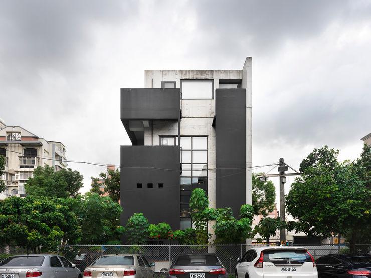 木耳生活藝術-建築暨室內設計/蒸氣少年與蛻變中的一幢房 木耳生活藝術 現代房屋設計點子、靈感 & 圖片 水泥