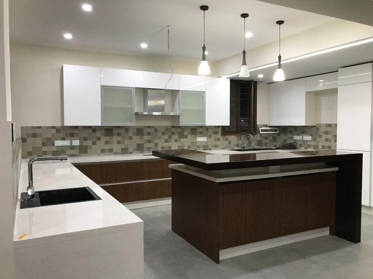 Island kitchen classicspaceinterior KitchenCabinets & shelves Plywood Wood effect