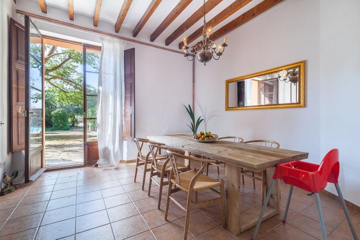 Fiol arquitectes Mediterranean style dining room
