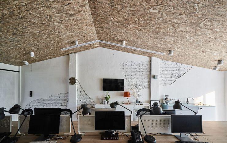 理絲室內設計 Ris Interior Design Workspace 理絲室內設計有限公司 Ris Interior Design Co., Ltd. 書房/辦公室 刨花板 White
