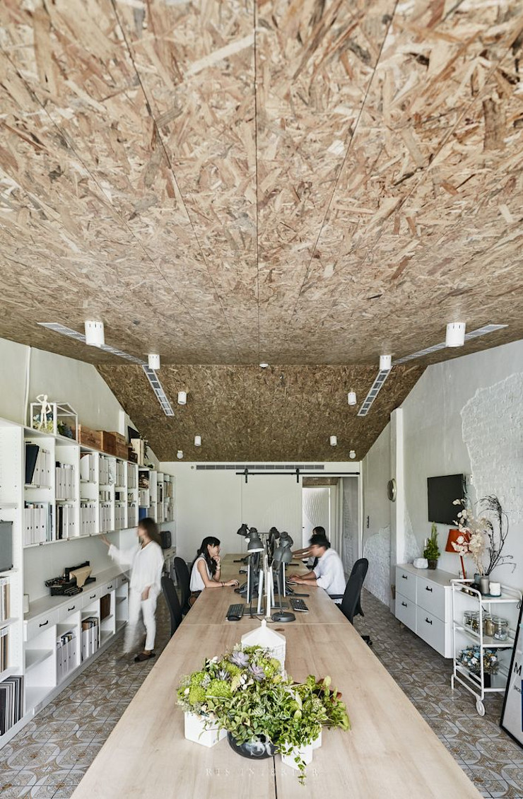 理絲室內設計 Ris Interior Design Workspace 理絲室內設計有限公司 Ris Interior Design Co., Ltd. 書房/辦公室 刨花板 Grey