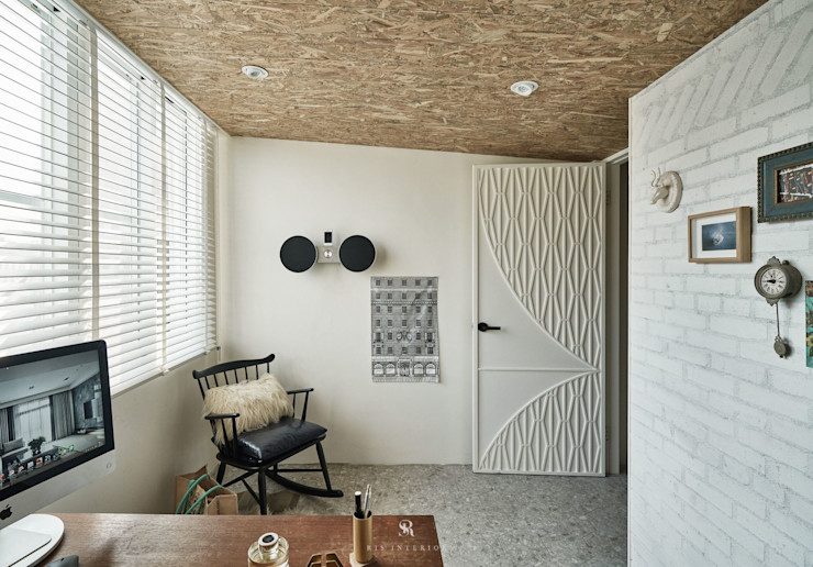 理絲室內設計 Ris Interior Design Workspace 理絲室內設計有限公司 Ris Interior Design Co., Ltd. 書房/辦公室 磚塊 White