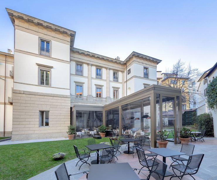 Dehors elegante e raffinato BT Horeca Negozi & Locali commerciali in stile classico Beige