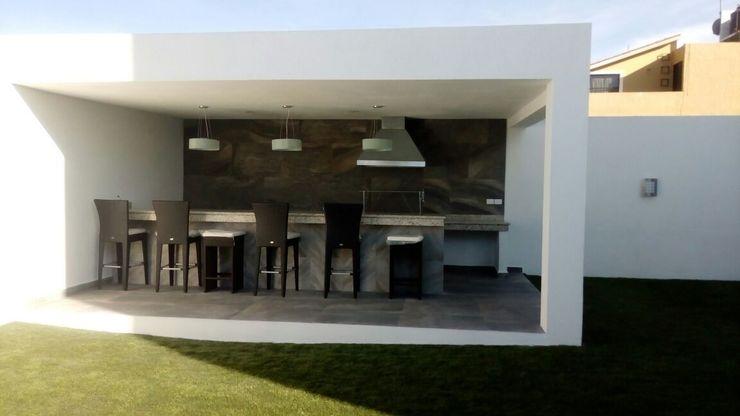 Quick BEE Industrial style balcony, veranda & terrace