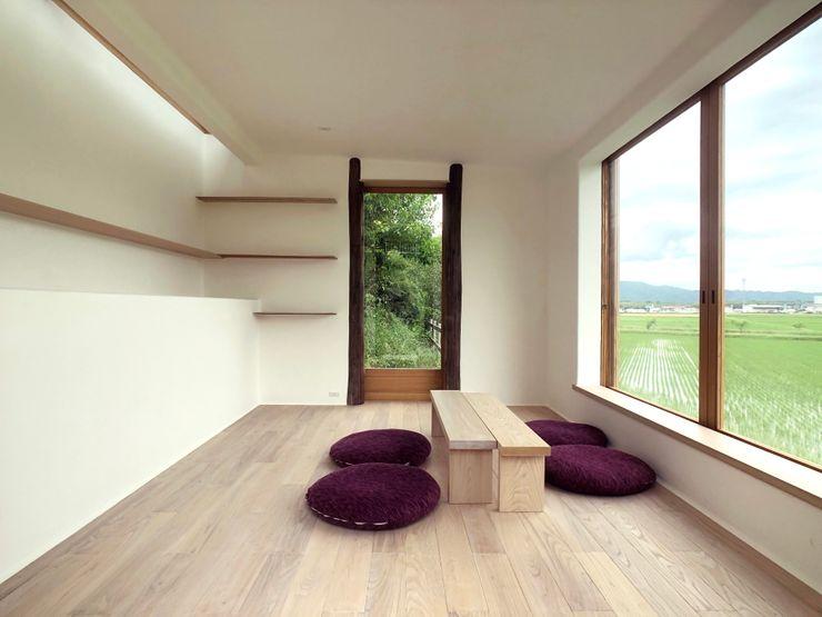 Tea room in Iga Mimasis Design/ミメイシス デザイン ミニマルデザインの 書斎