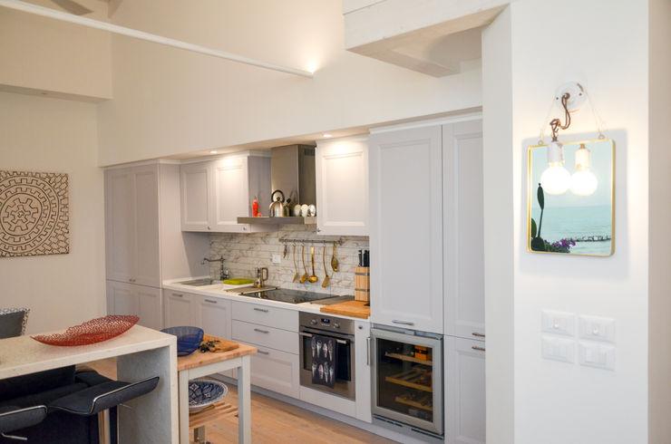 Tra mare e vecchio incasao – 90mq Studio ARCH+D Cucina in stile mediterraneo