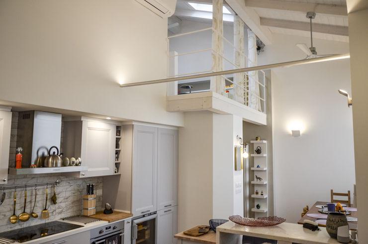 Tra mare e vecchio incasao – 90mq Studio ARCH+D Cucina moderna