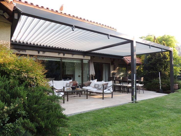 Comercial Dominguez Modern balcony, veranda & terrace Aluminium/Zinc