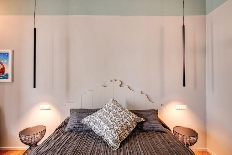 FONDERIA MOB ARCHITECTS Camera da letto moderna