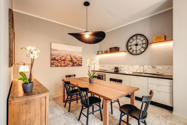FONDERIA MOB ARCHITECTS Sala da pranzo moderna