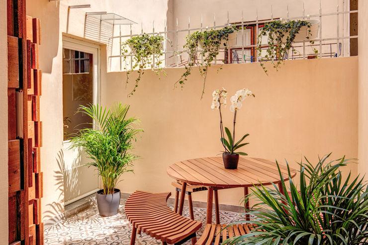 FONDERIA MOB ARCHITECTS Balcone, Veranda & Terrazza in stile moderno