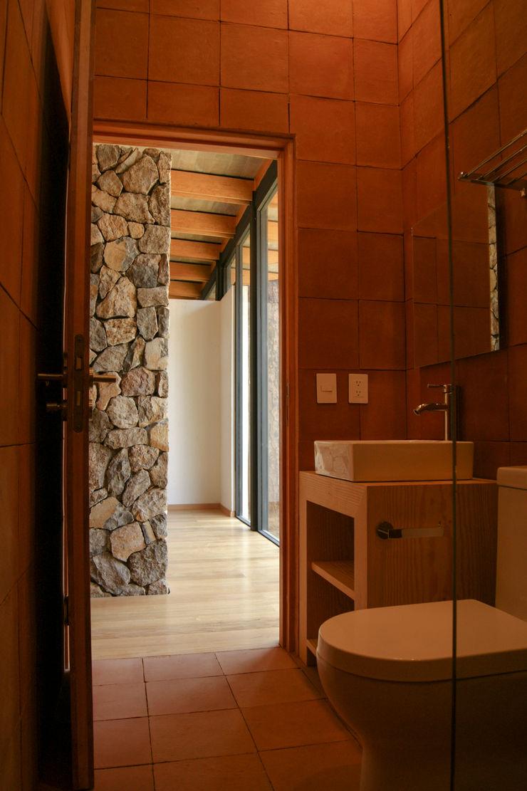 Saavedra Arquitectos 現代浴室設計點子、靈感&圖片 陶器