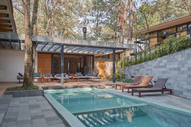 Saavedra Arquitectos 庭院泳池 磁磚 Blue