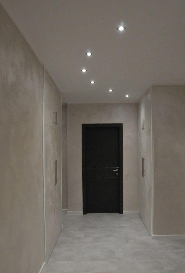 Casa P45 ArchitetturaTerapia® Ingresso, Corridoio & Scale in stile moderno PVC Beige