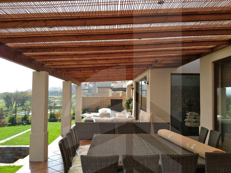 Comercial Dominguez Rustic style balcony, veranda & terrace Wood Wood effect