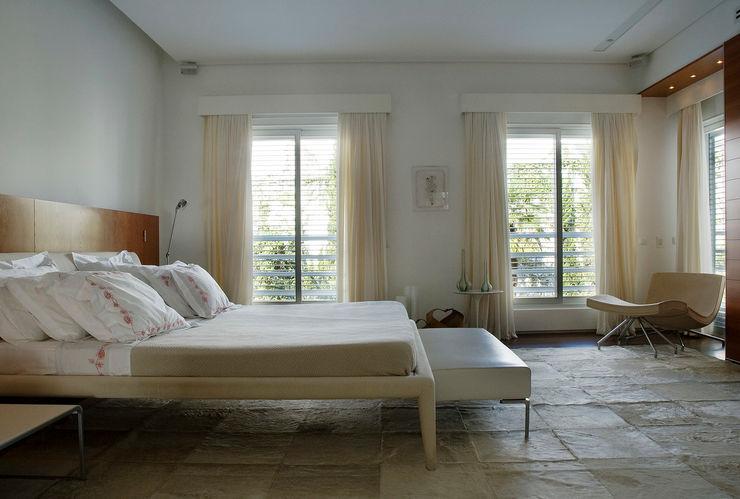 Dormitorio Principal Alexander Congonha Dormitorios de estilo moderno Blanco