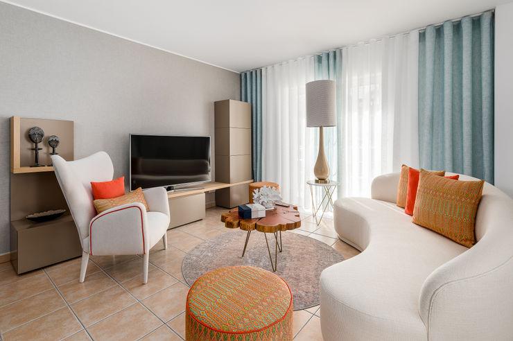 Formosa Bay Victor Guerra.Design Salas de estar ecléticas