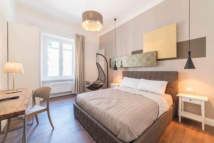 Camera da letto Guest House a Prati Arnia Architetture Camera da letto piccola Legno Ambra/Oro