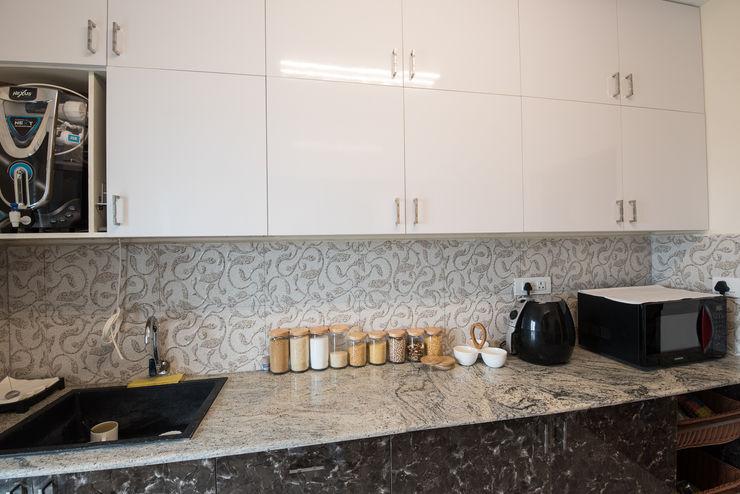 Minimalist Kitchen by Aikaa Designs Aikaa Designs Built-in kitchens