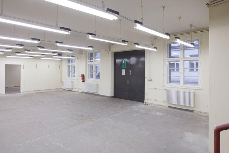 VORHER _WERKSTATT FÜR UNBESCHAFFBARES - Innenarchitektur aus Berlin Moderne Bürogebäude