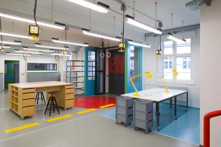 MOBILE MÖBEL _WERKSTATT FÜR UNBESCHAFFBARES - Innenarchitektur aus Berlin Moderne Bürogebäude