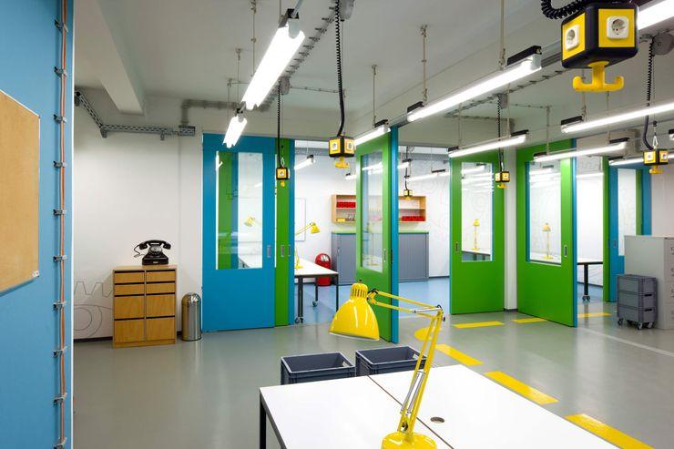 MOBILE WÄNDE _WERKSTATT FÜR UNBESCHAFFBARES - Innenarchitektur aus Berlin Moderne Bürogebäude
