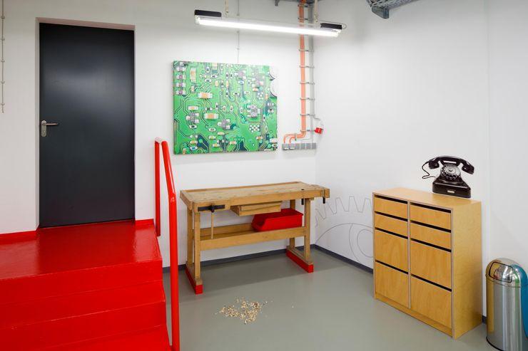 OBERPUTZINSTALLATION _WERKSTATT FÜR UNBESCHAFFBARES - Innenarchitektur aus Berlin Moderne Bürogebäude