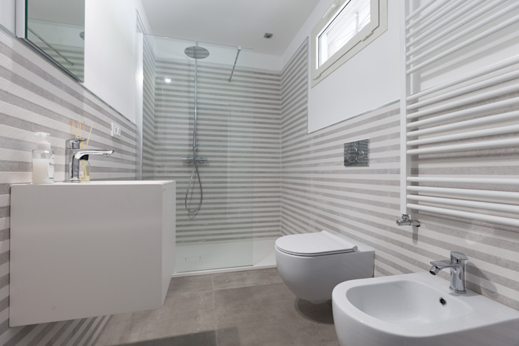 Bagno di servizio LM PROGETTI Bagno moderno