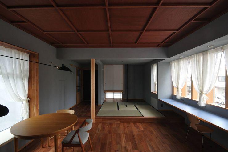 子世帯リビング ツジデザイン一級建築士事務所 和風デザインの リビング 木 木目調