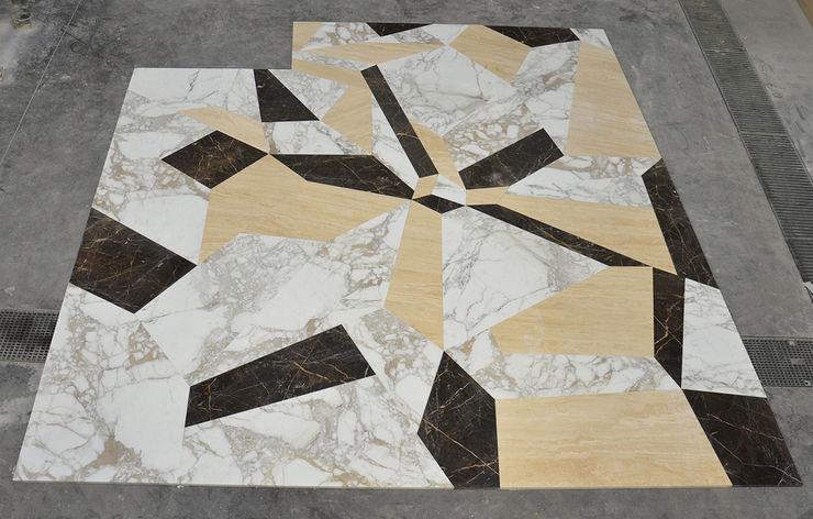 Pavimento in travertino e marmo Canalmarmi e Graniti snc Hotel moderni Marmo