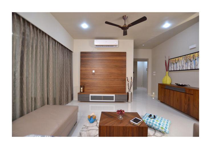 2BHK Gaurav and Seema | Balewadi, Pune | 2017 Nikhil Kanthe Minimalist living room