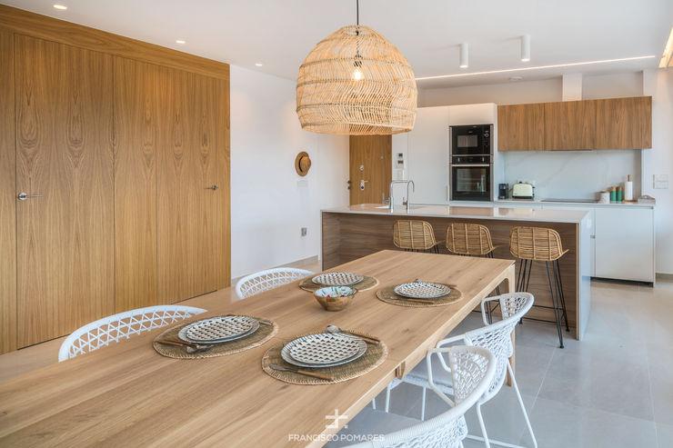 Comedor - cocina y toques de madera natural Francisco Pomares Arquitecto / Architect Cocinas integrales Madera