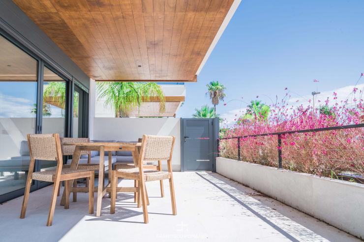 Muebles de exterior en terraza Francisco Pomares Arquitecto / Architect Balcones y terrazas de estilo mediterráneo