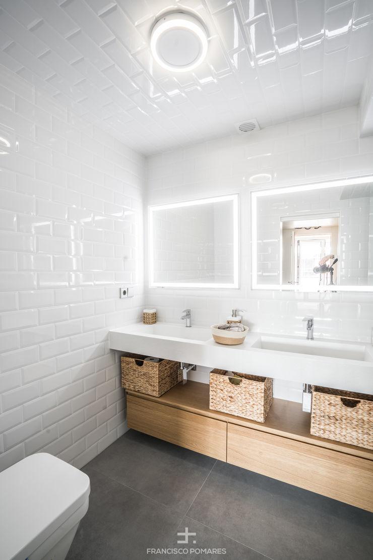 Baño principal con lavabo de dos senos Francisco Pomares Arquitecto / Architect Baños de estilo moderno