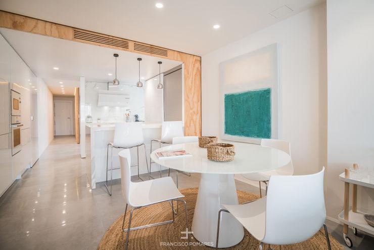 Comedor en maderas y blancos Francisco Pomares Arquitecto / Architect Comedores de estilo moderno